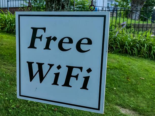 kostenlose wifi-anmeldung - kostenlos tv stock-fotos und bilder