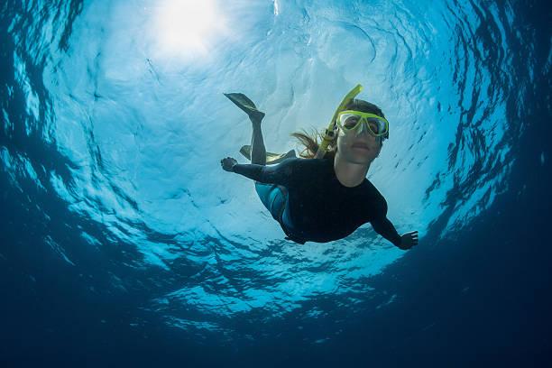 freediver  - freitauchen stock-fotos und bilder