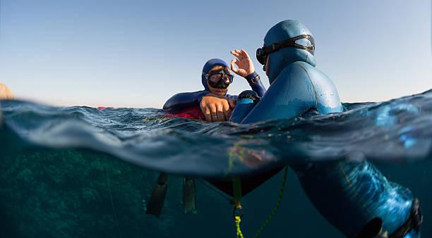 freedivers - freitauchen stock-fotos und bilder