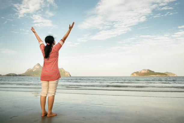 Freedom and happiness woman on beach with color tone effect – Foto