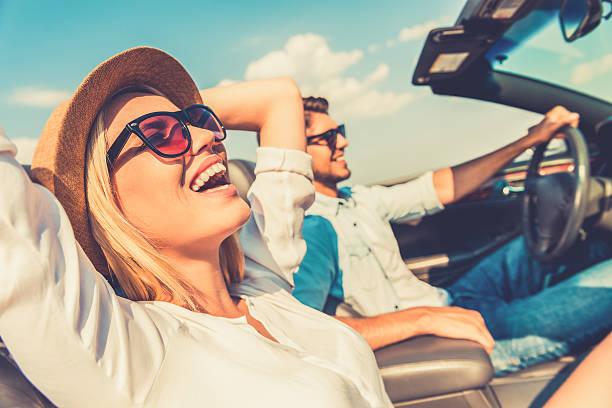 di libertà tipico della strada. - smile woman open mouth foto e immagini stock