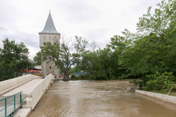 freiheitsturm, kirkpinar mit alten steinbrücke in edirne-türkei - edirne stock-fotos und bilder