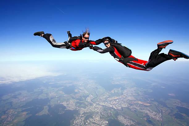 freefall - jumpsuit blau stock-fotos und bilder