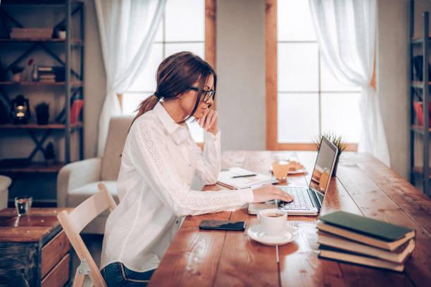 Freier Mitarbeiter, arbeiten von zu Hause aus – Foto