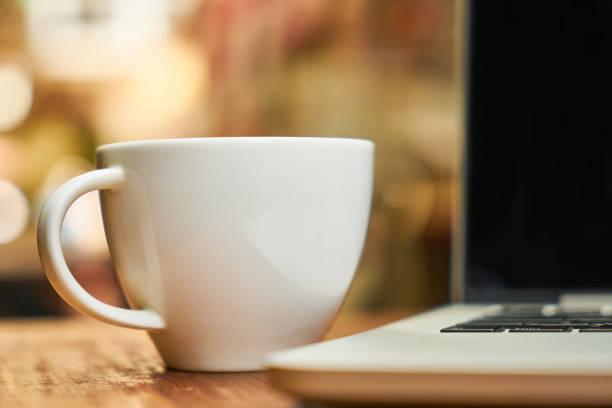 freie arbeiten - schwarzer kaffee net stock-fotos und bilder