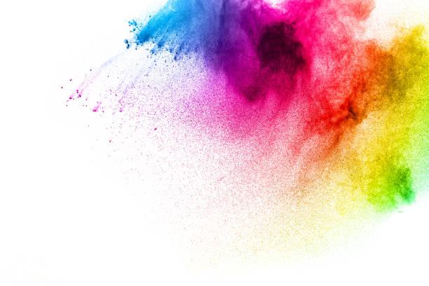 Figer le mouvement de poudre peint coloré, qui explose sur fond sombre. Conception abstraite de nuage de poussière de couleur pourpre. Explosion de particules pourpre. Éclaboussure de coloré peint poudre sur fond noir. - Photo