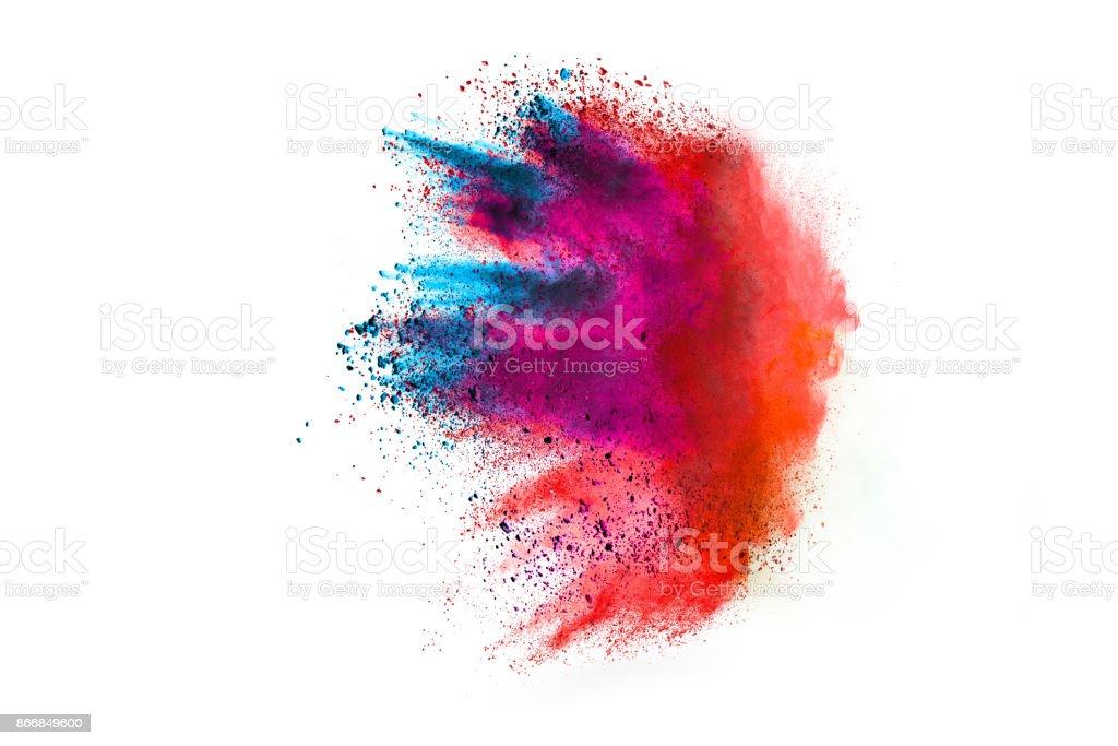 黒い背景に分離した白色粉体爆発の動きを凍結します。 ストックフォト
