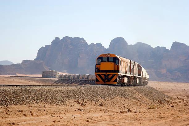 Freight train in der Wüste – Foto