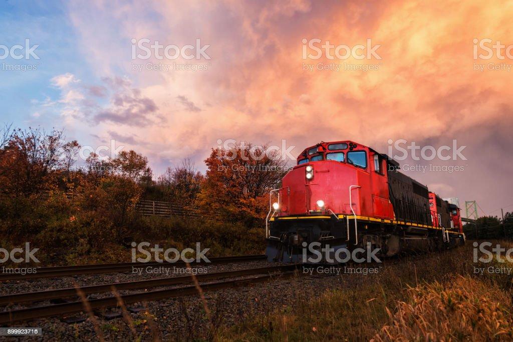 Güterzug-Sonnenuntergang – Foto