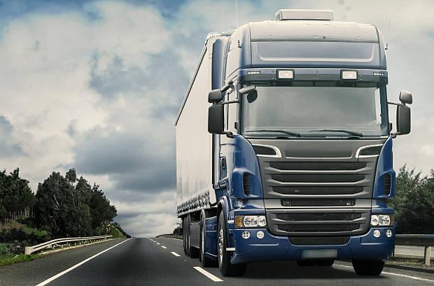 fracht transportation - schweres nutzfahrzeug stock-fotos und bilder