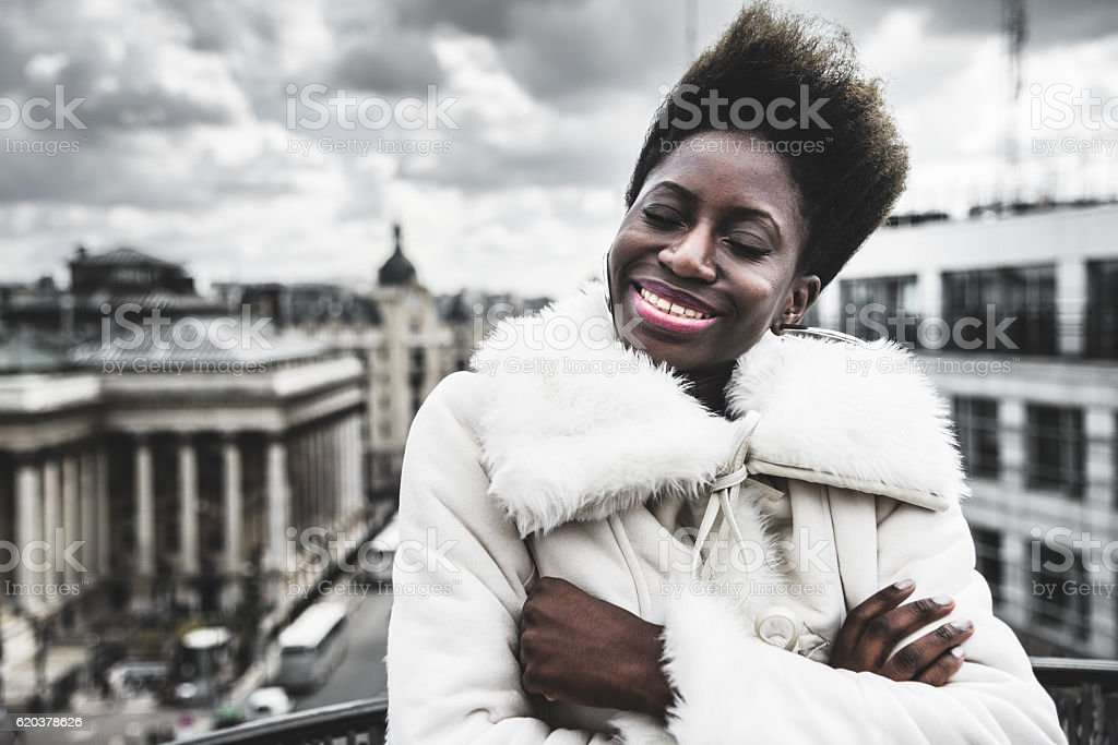 french afro woman have fun on the rooftop zbiór zdjęć royalty-free