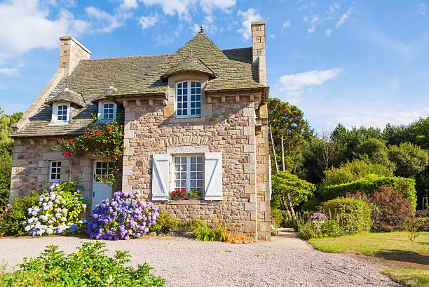french brittany typical house - kır evi stok fotoğraflar ve resimler