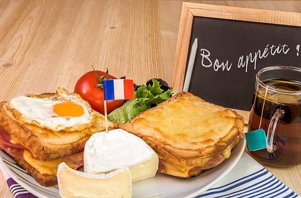 French dish with message on chalkboard - foto de stock