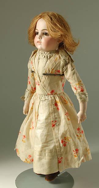 marioneta de francesa con pelo rojo, siglo xix - muñeca bisque fotografías e imágenes de stock