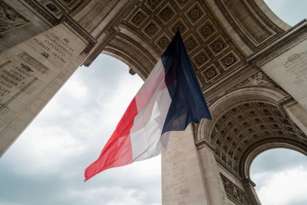 français le drapeau au cours de la journée de la bastille à paris à l'Arc de Triomphe - Photo