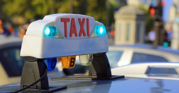 Französisch leuchtende taxi Top Schild in Paris Frankreich – Foto