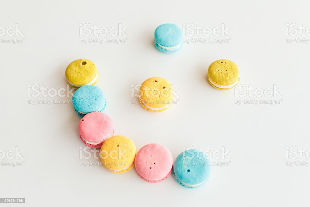 French macaroonslaid out in the shape of smiley on a photo libre de droits