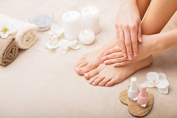 french manicure e pedicure - pedicure foto e immagini stock