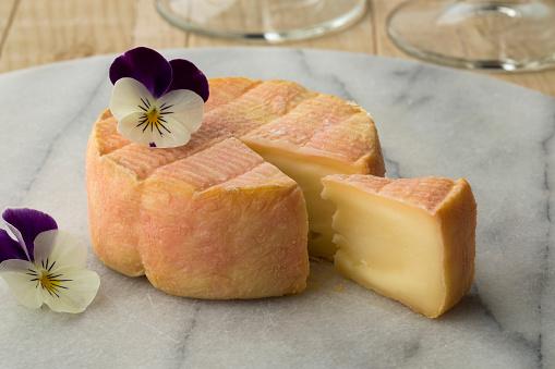 Cheeseboard에 프랑스 마크 드 무스카트 치즈 0명에 대한 스톡 사진 및 기타 이미지