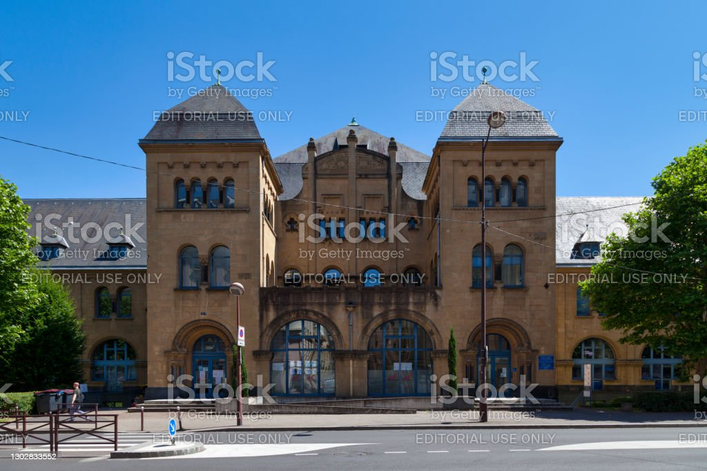 French Office for Immigration and Integration in Metz Metz, France - June 24 2020: The French Office for Immigration and Integration (French: Office Français de l'Immigration et de l'Intégration) is a Government office in the city center next to the train station. Architecture Stock Photo