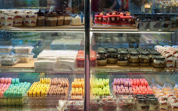 Französisches Gebäck auf dem display ein Süßwaren shop. – Foto