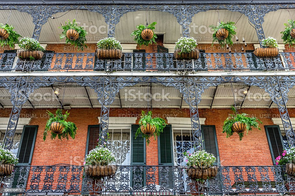 French Quarter Balconies with Plants in New Orleans royaltyfri bildbanksbilder