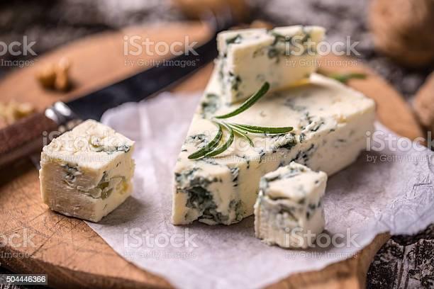 Queso Roquefort Francesa Foto de stock y más banco de imágenes de Aperitivo - Plato de comida