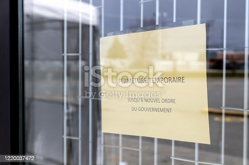 French sign on retail store closed due to Covid-19 Crisis
