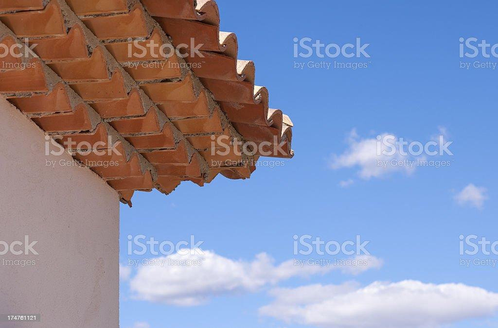Piastrelle da tetto con tegole in cotto chiusura fotografie stock