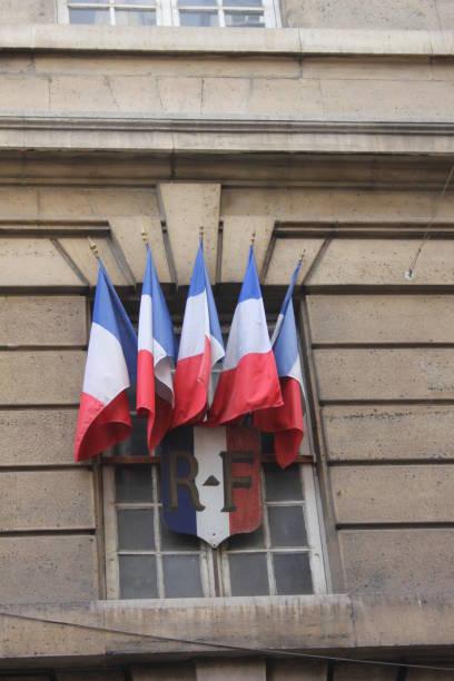 Französische Tricolor auf Gebäude – Foto