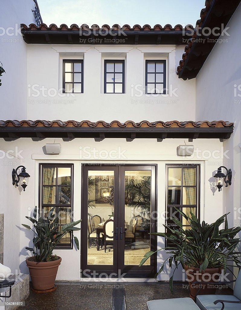 Französische Fenster französische fenster und türen mit terrasse stock-fotografie und