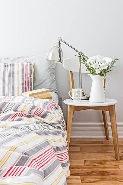 frische und helle schlafzimmer einrichtung - do it yourself hochbett stock-fotos und bilder