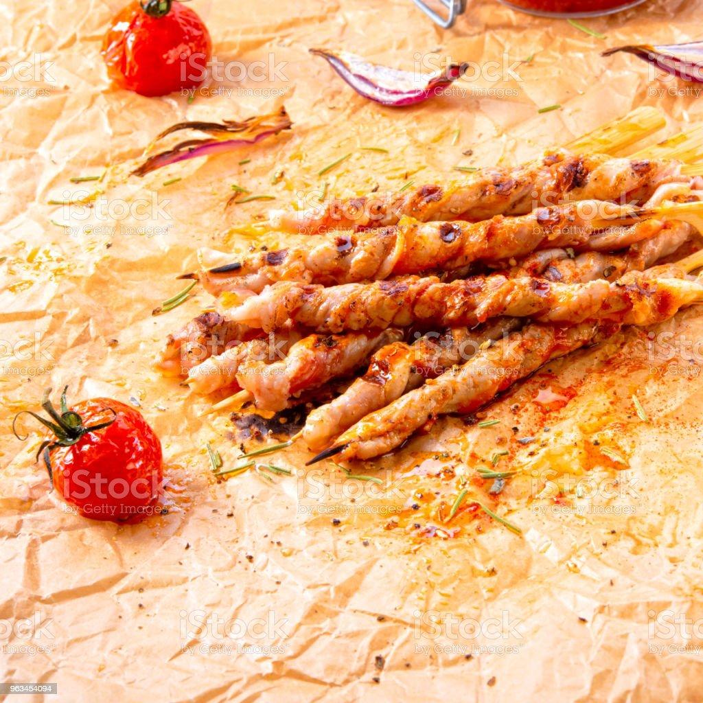 Poitrine de porc rustique fraîches et croustillantes grill bâtons - Photo de Aliment libre de droits