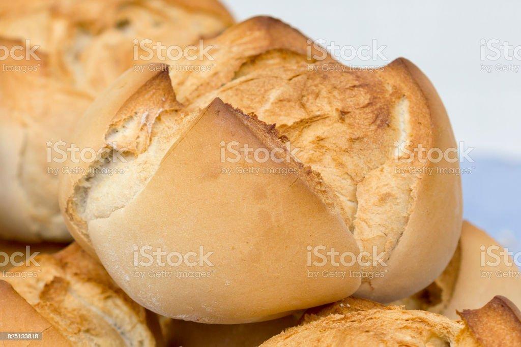Fresco y delicioso trozo de pan. - foto de stock