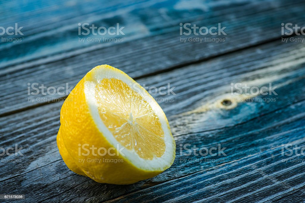 Fresh and tasty lemon on the rustic wooden table photo libre de droits