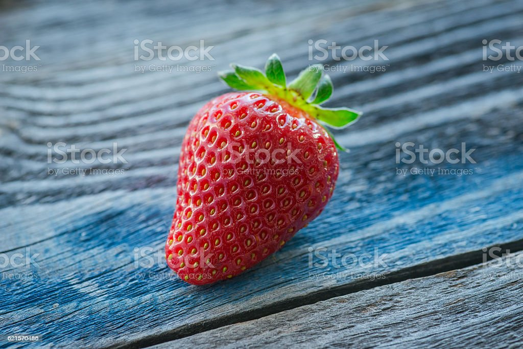 Fresh and tasty strawberry on the rustic wooden board photo libre de droits