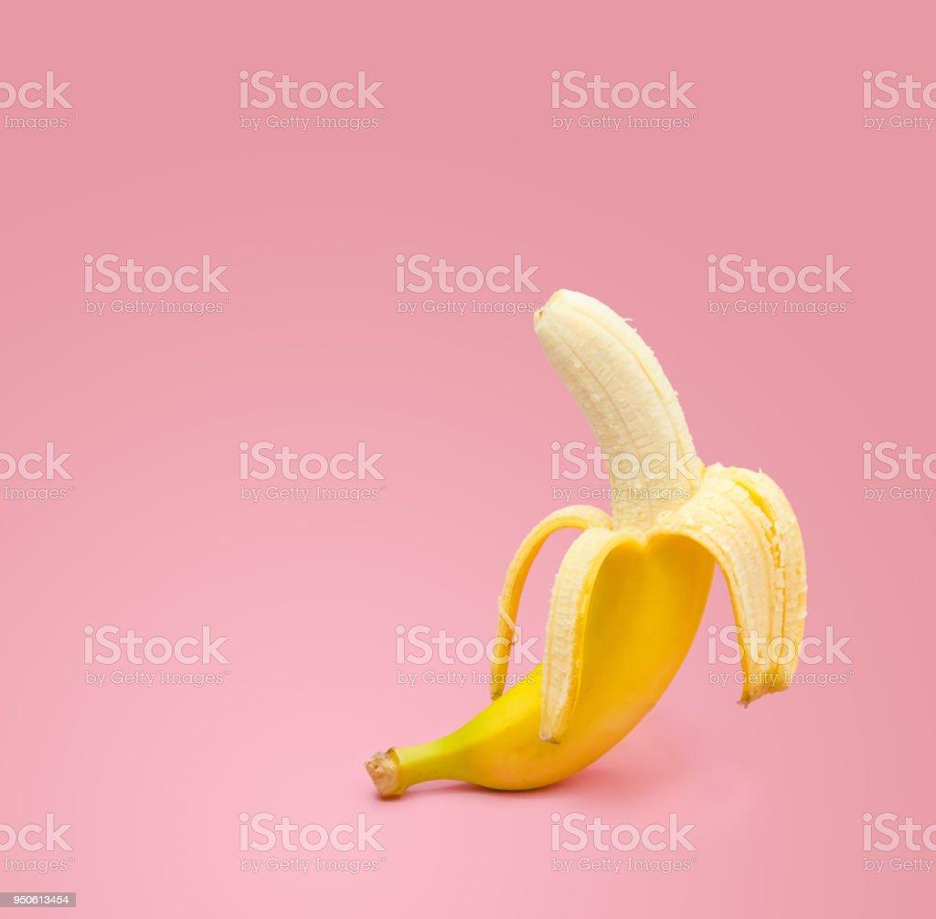 Banane fraîche sur fond rose - Photo