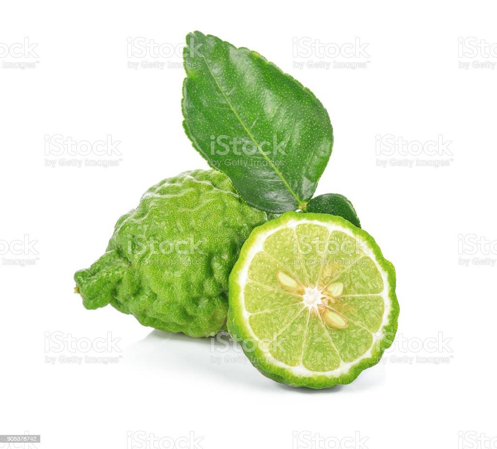 fruits frais de bergamote avec feuilles isolé sur fond blanc - Photo