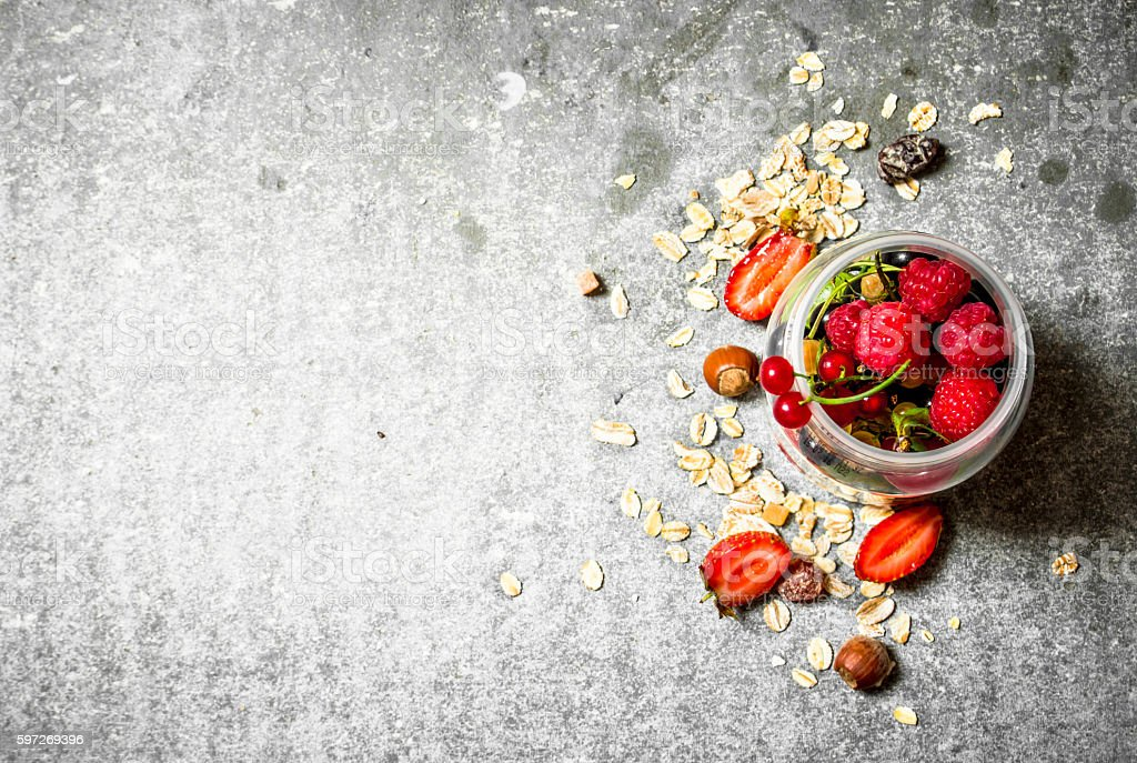 Fresh berries with muesli. Lizenzfreies stock-foto