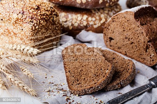 istock Fresh bread assortment on a textile background. Rustic background 923405574