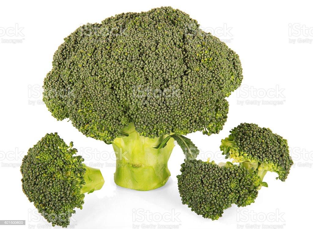 Fresco broccoli primo piano solo su bianco. foto stock royalty-free