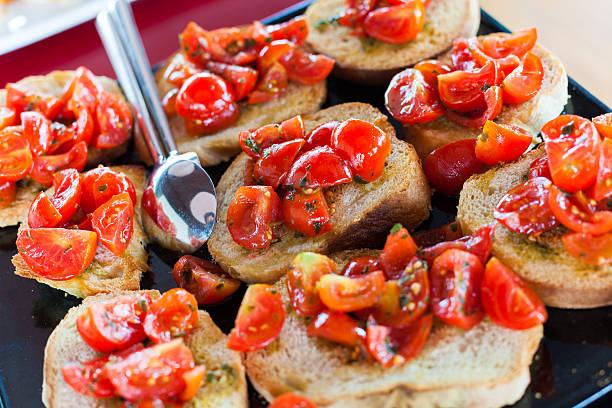 Bruschetta con pomodoro fresco - foto stock