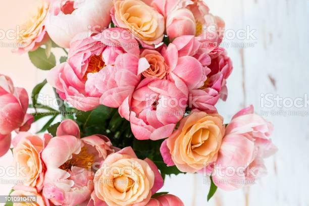 Fresh bunch of pink peonies and roses picture id1010910478?b=1&k=6&m=1010910478&s=612x612&h=xu7ytbhu81cywib84wna5guocgpgqbaqaspgaq2gef0=