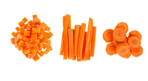 fresh carrots sliced and diced - 紅蘿蔔 個照片及圖片檔