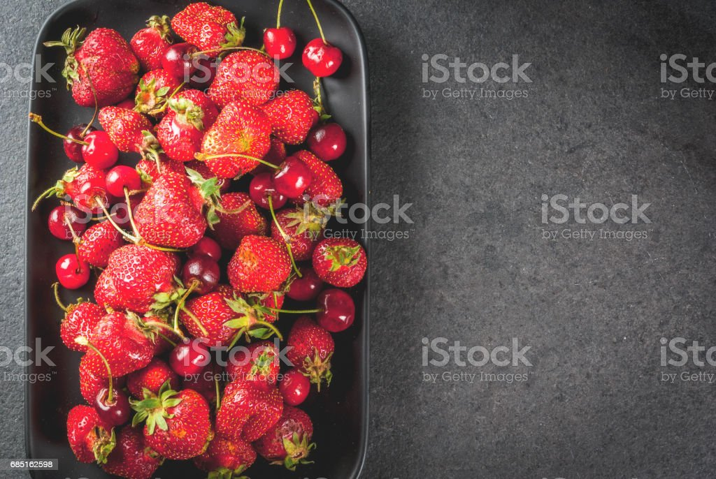 Fresh cherries and strawberries foto de stock royalty-free