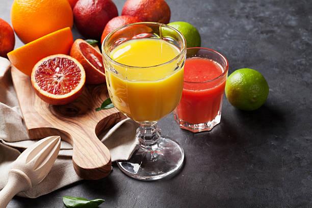 agrumes et des jus de fruits frais - jus de fruit photos et images de collection