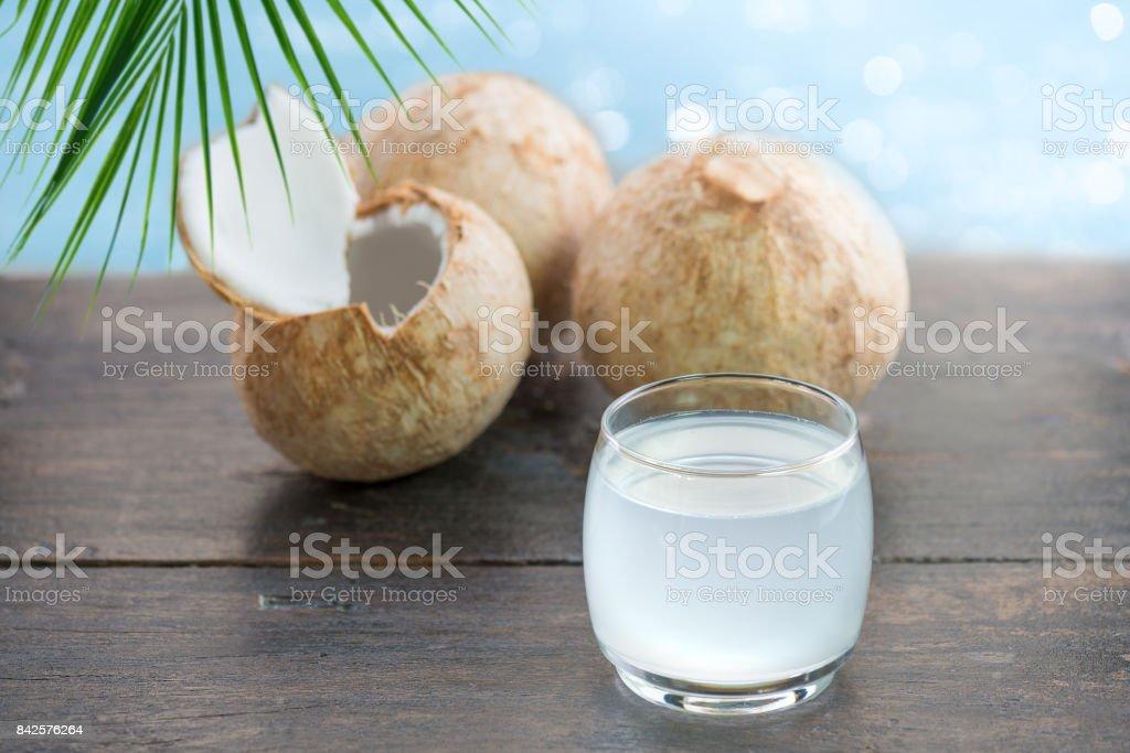 Água de coco fresco - foto de acervo