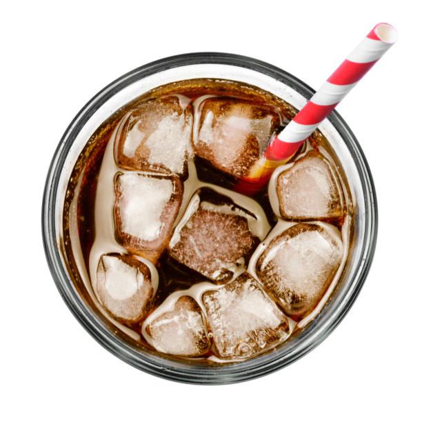 frische cola in glas, ansicht von oben - alkoholfreies getränk stock-fotos und bilder