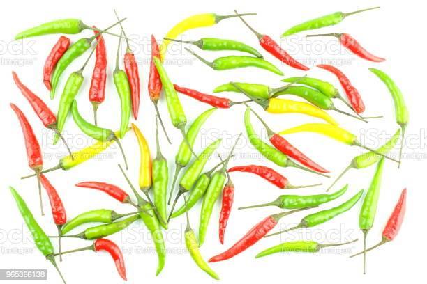 Świeże Kolorowe Tajskie Papryki Chili Wyizolowane Na Białym Tle Tekstury Tła Żywności - zdjęcia stockowe i więcej obrazów Bez ludzi