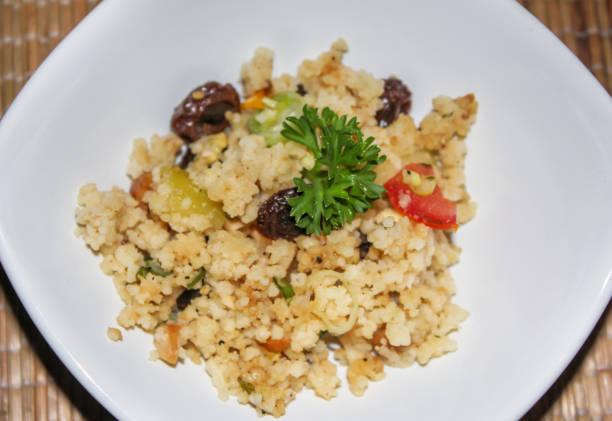 frischer couscous-salat - griechischer couscous salat stock-fotos und bilder